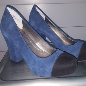 Me Too Suede Pumps Size 9